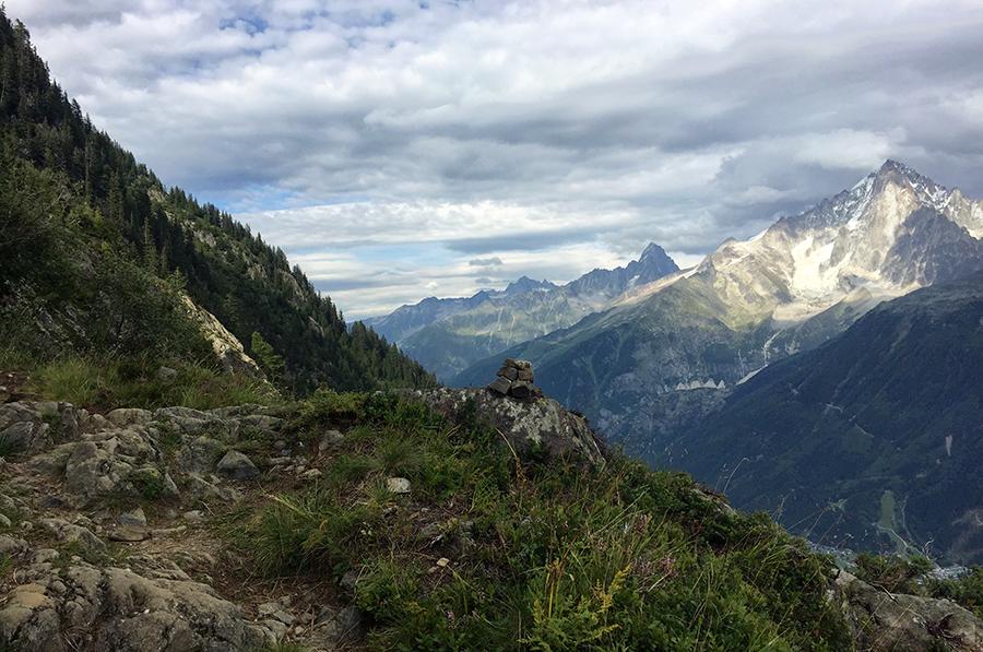 Sur le chemin du refuge de Bellachat - trek Aiguilles Rouges