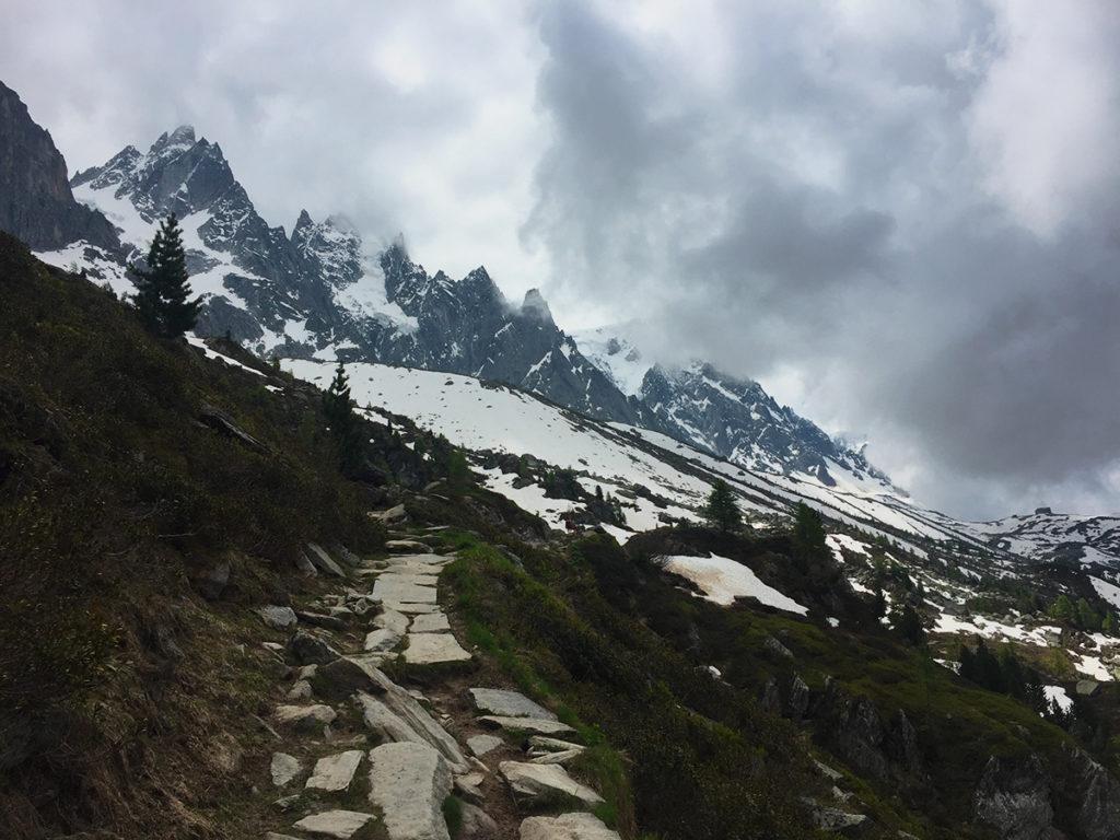 Là-haut, les Aiguilles veillent en silence sur leur vallée, Virée Verticale