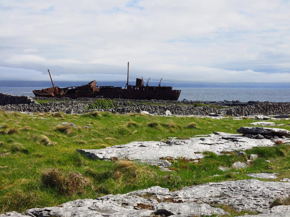 Inisheer island et son paquebot abandonné, Virée Verticale