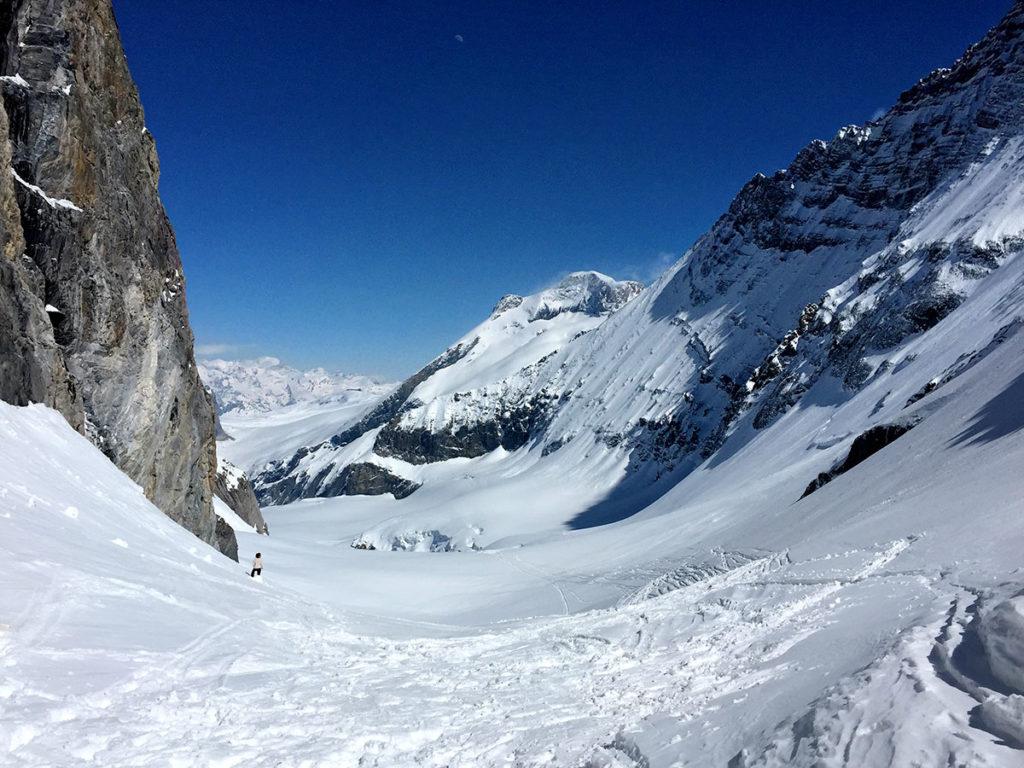 Au col, on aperçoit le Grand Paradis, en toile de fond - Ski de randonnée en Vanoise, Virée Verticale