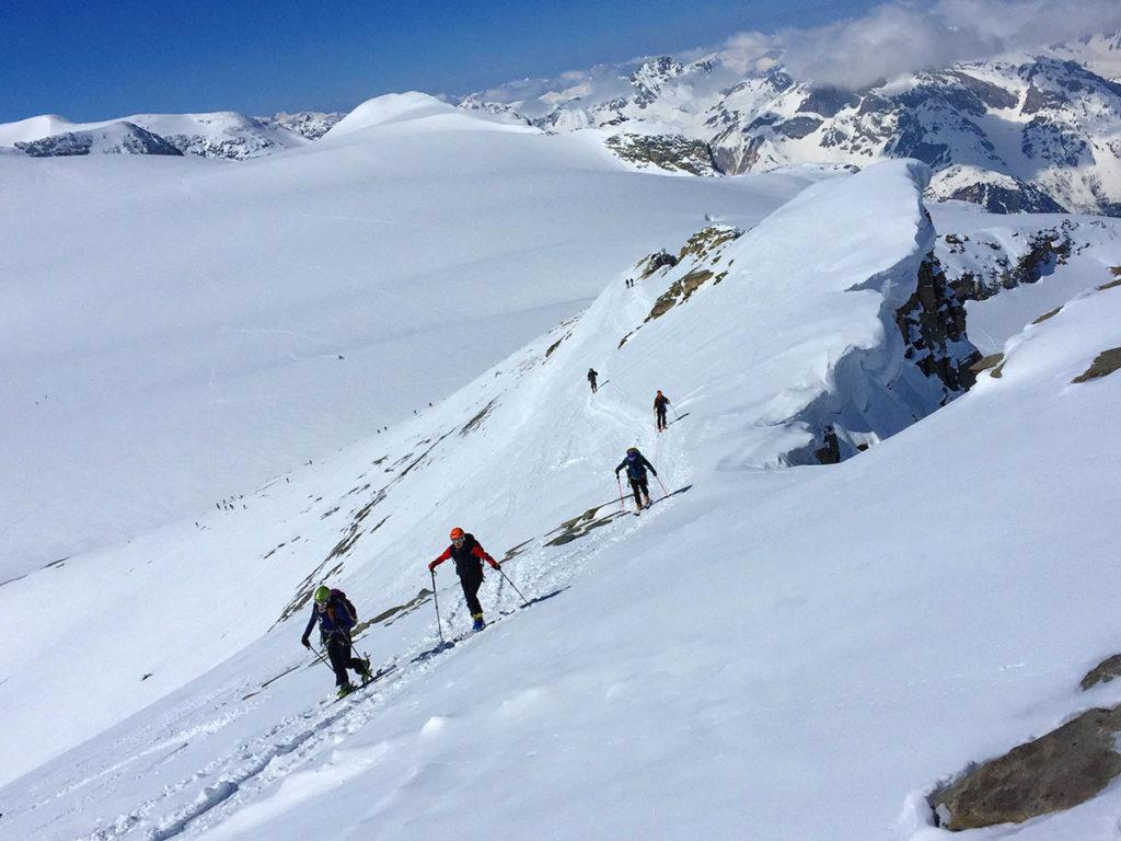 L'arrivée au sommet de la Pointe de la Réchasse, Vanoise en ski de randonnée, Virée Verticale
