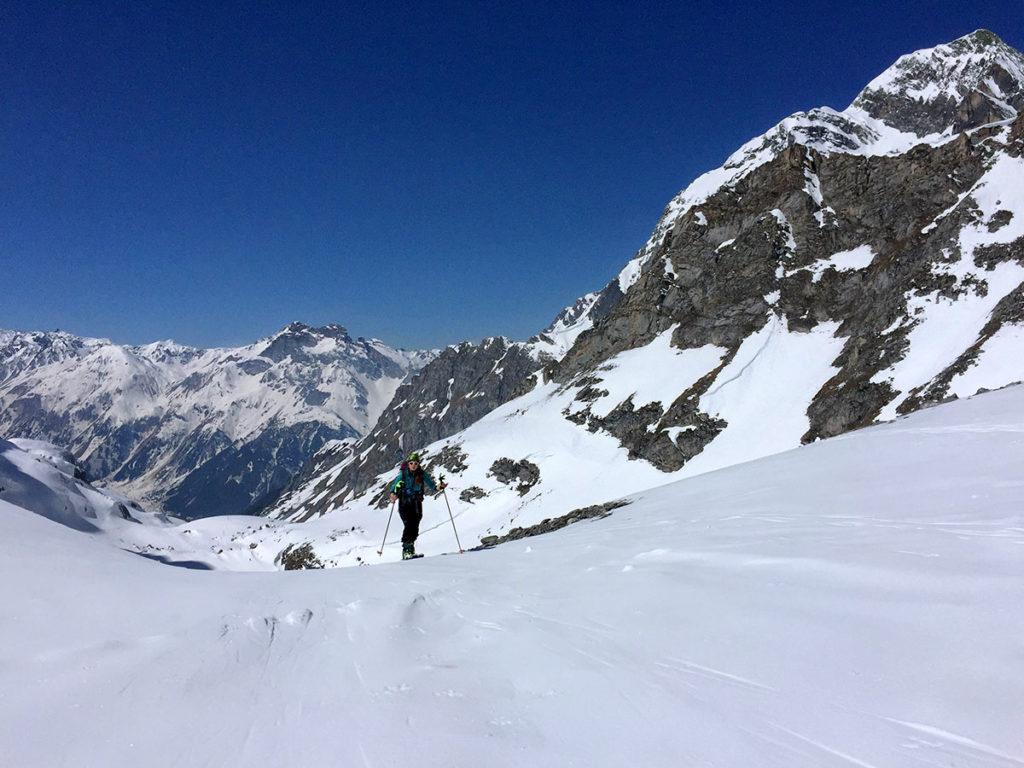 Du soleil, de la neige et une bande de copains, la recette idéale pour découvrir la Vanoise en ski de randonnée - Virée Verticale