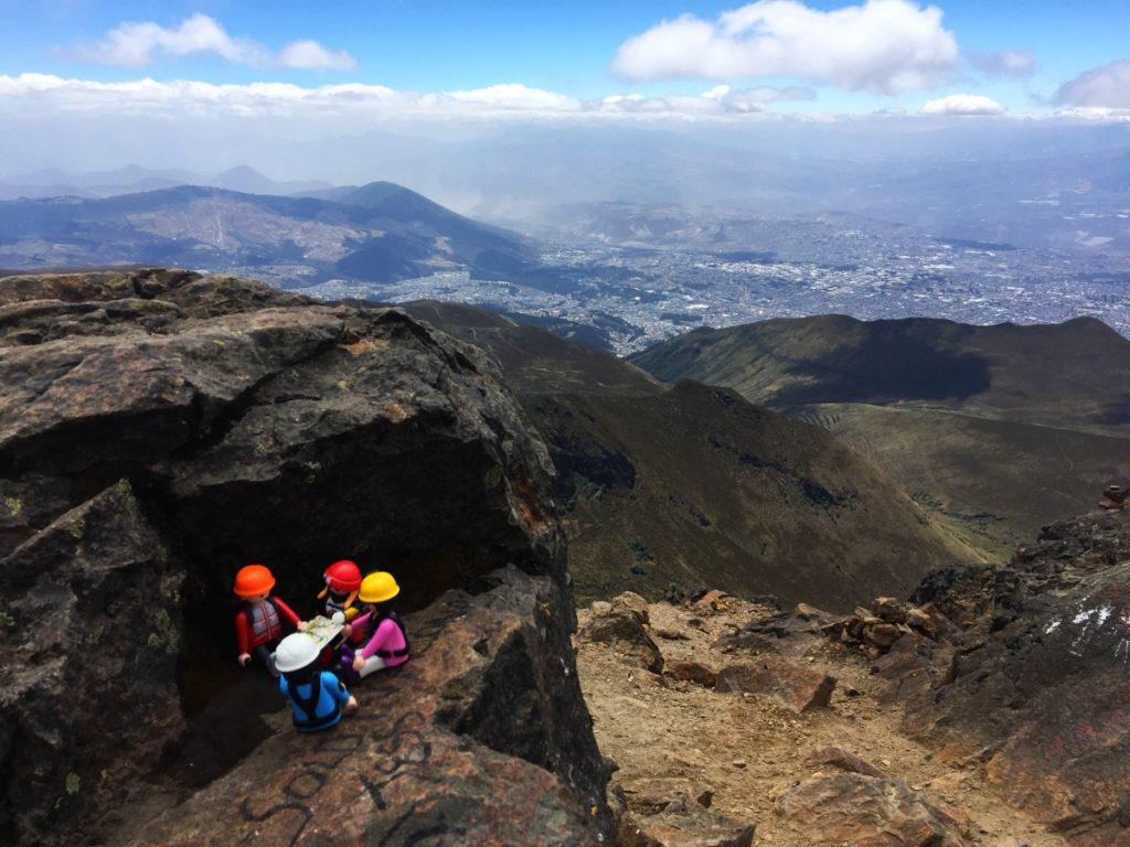 Les playmobils au sommet du Rucu Pichincha