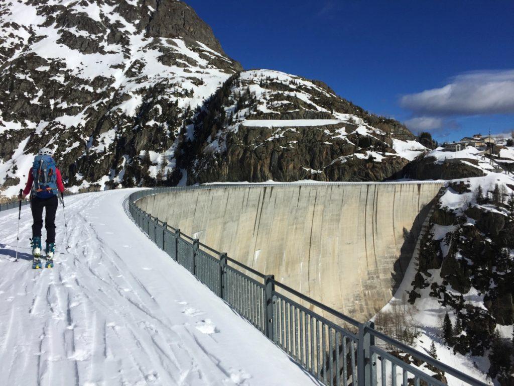 Traversée du barrage à skis